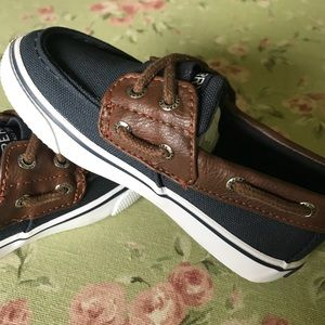 New Sperry Boys boat shoes 💙💙